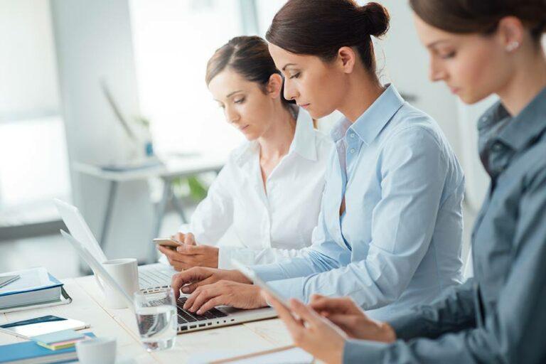 Digitala juristerna är en modern juristbyrå online. granskar avtal till företag och privatpersoner. Vi gör granskningen till fastpris och granskningar av avtalen inkluderar samtal med jurist.