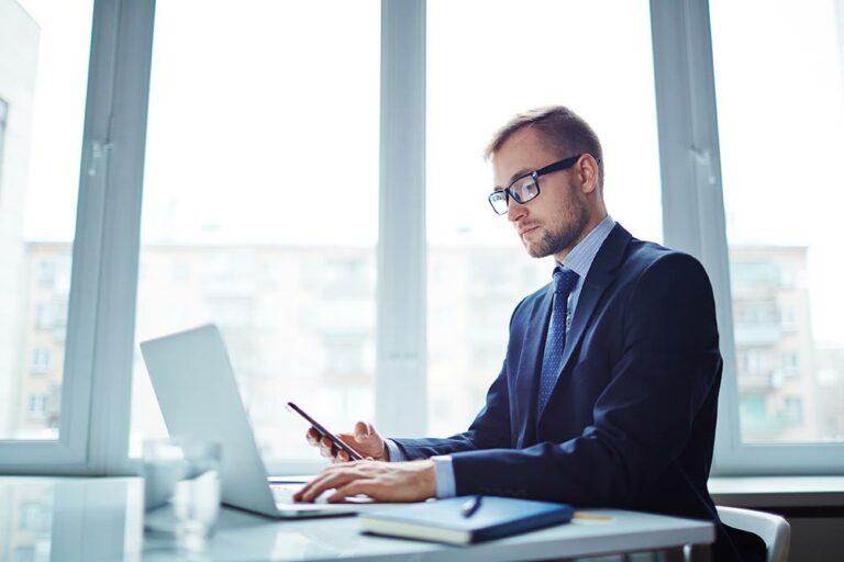 Vi är en modern juristbyrå online.Digitala Juristerna skriver avtal online till fasta priser. Upprätta avtal online.